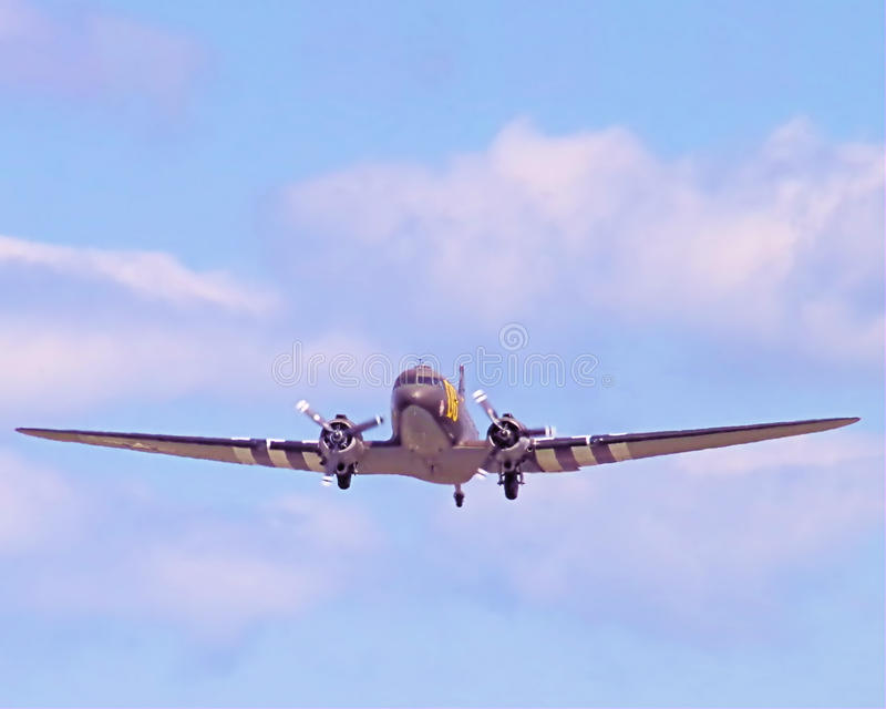 C-47 med dag Dteckning som tar upp av-kugghjulet royaltyfria bilder