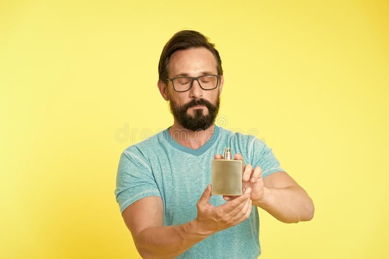 C?mo elija el perfume para los hombres seg?n la ocasi?n Aseg?rese del olor fresco en d?a Ventajas que sorprenden de usar fotografía de archivo