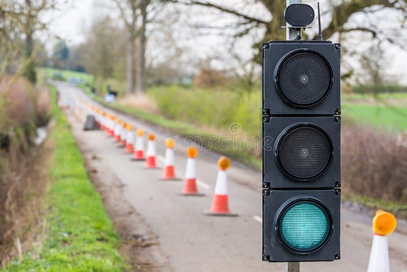 Cônes verts de feux de signalisation de travaux routiers BRITANNIQUES d'autoroute photos libres de droits