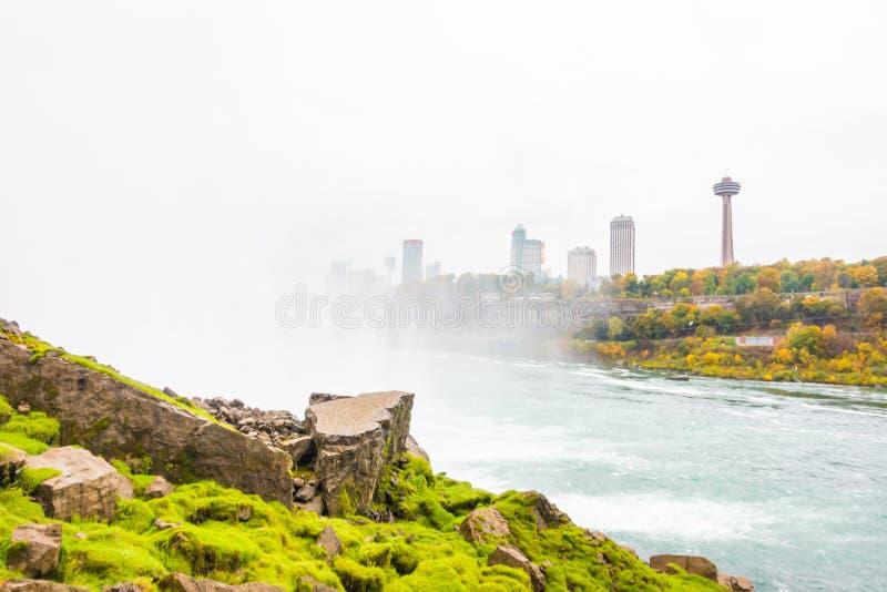 Côté américain des chutes du Niagara pendant le lever de soleil photographie stock libre de droits