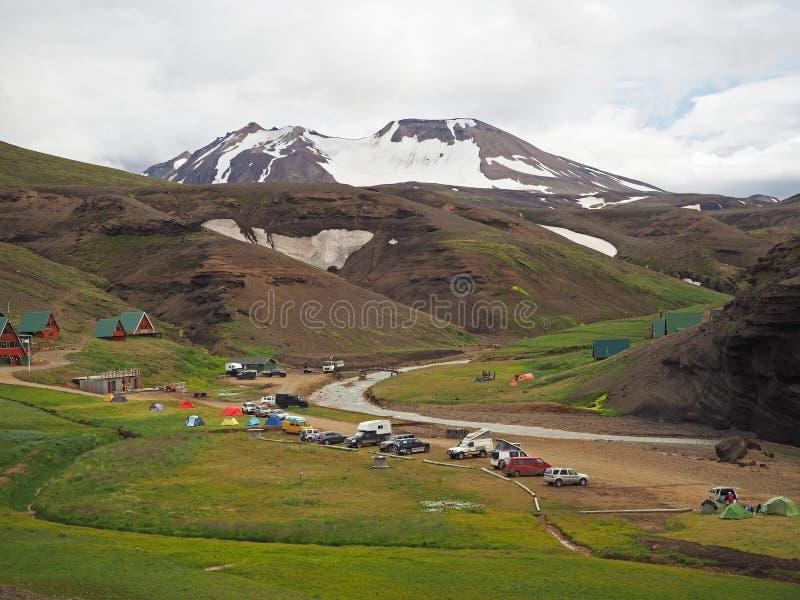 Côté de camping dans le moun volcanique de Kerlingarfjoll de rhyoliet de colourfull photos libres de droits