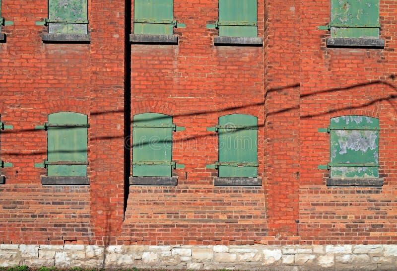 Download Côté De Vieil Immeuble De Brique Image stock - Image du weathered, rouge: 45352183