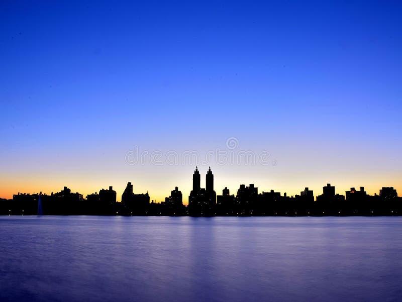 Côté Ouest supérieur du ` s de New York pendant l'heure bleue photo libre de droits