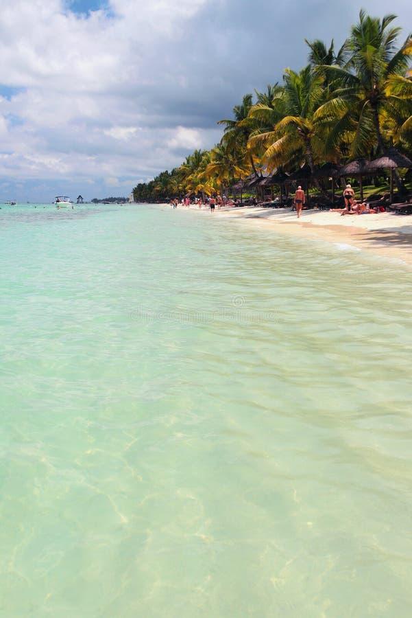Côte d'océan sur la plage Trou Biches aux., Îles Maurice photos stock