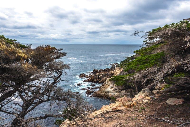 Côte de Big Sur/point de Pescadero à la commande de 17 milles images stock