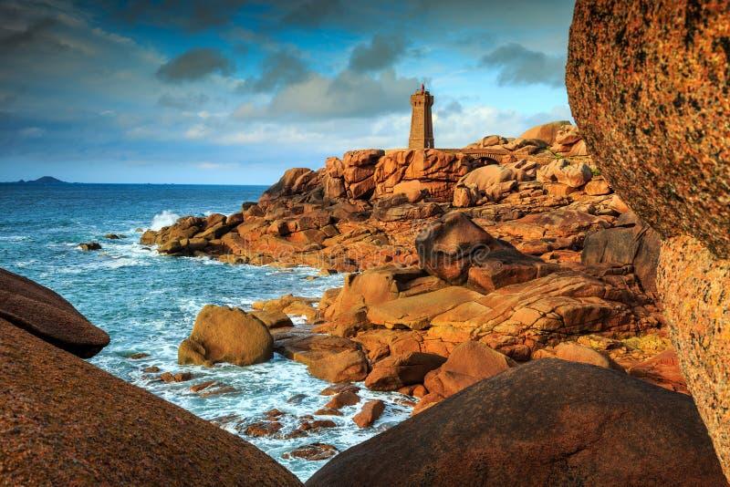 Côte de l'Océan Atlantique dans la région de la Bretagne, Ploumanach, France, l'Europe images stock