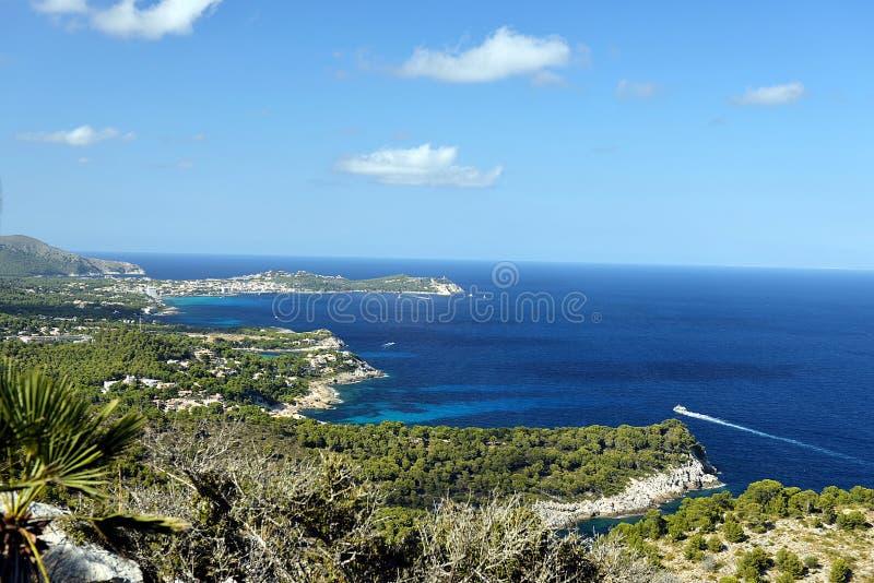 Côte de Mallorcas vue de Torre de Heretat photographie stock libre de droits