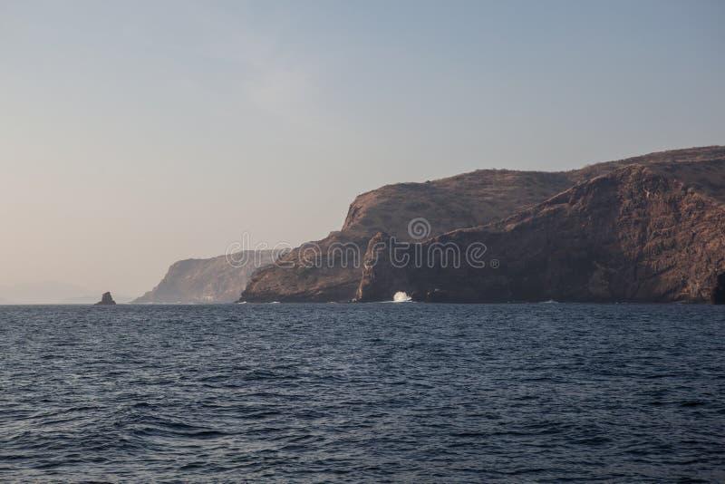 Download Côte Des îles De Rindja, Indonésie Image stock - Image du littoral, côtier: 45350453