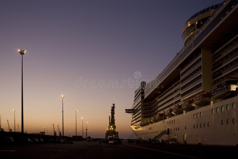 Côte Luminosa de bateau de croisière image stock