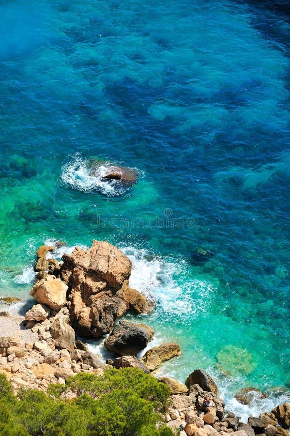 Côte méditerranéenne magnifique en été images stock