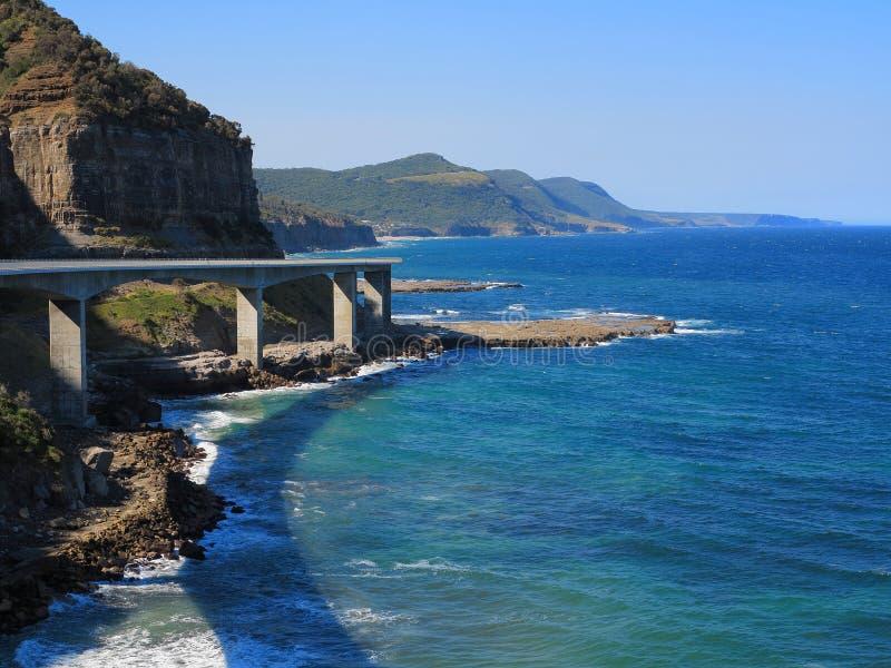 Côte scénique avec la mer Cliff Bridge images libres de droits