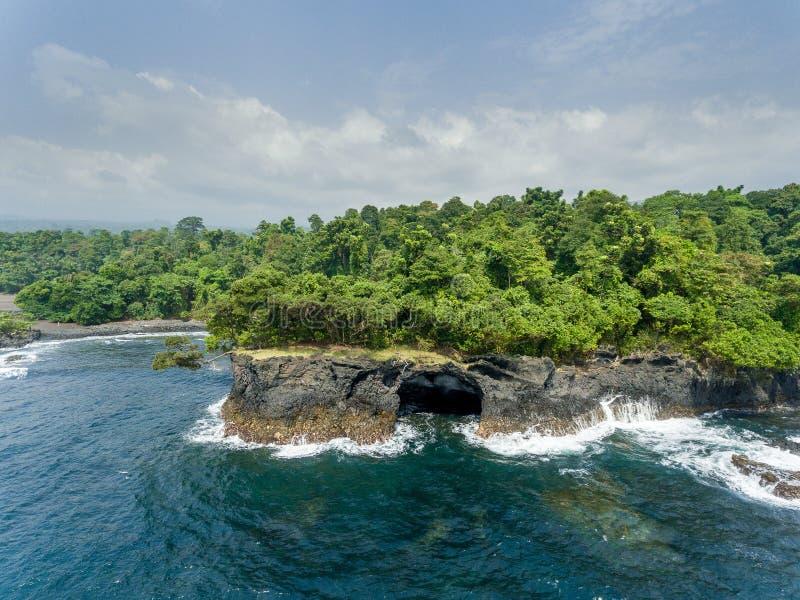 Côte tropicale en Afrique centrale photo libre de droits