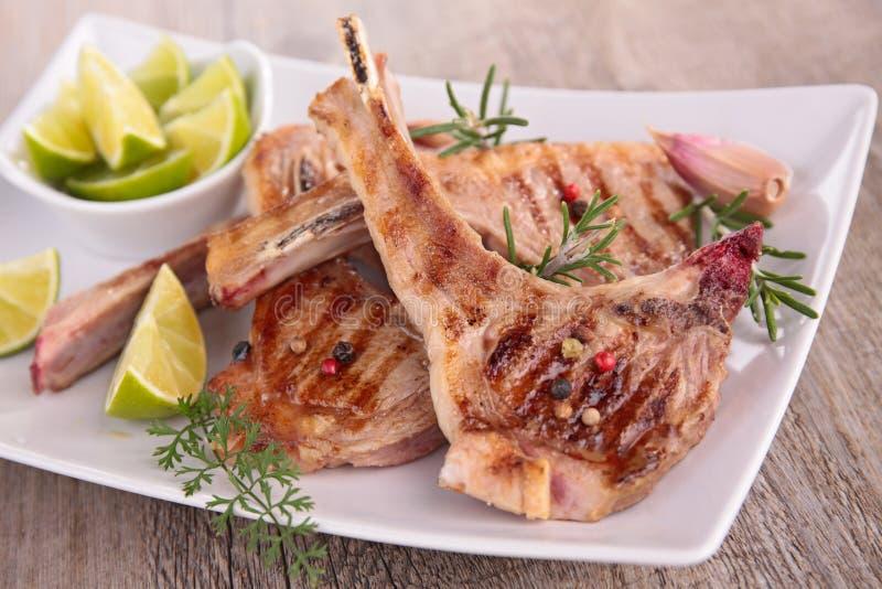 Côtelette d'agneau grillée photos stock