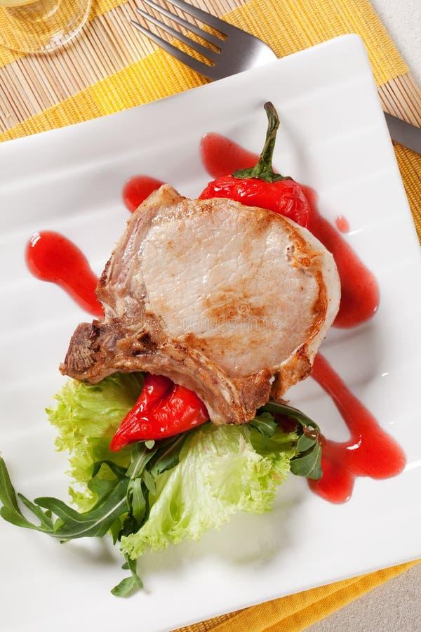 Côtelette et accompagnement de rôti de porc photo stock