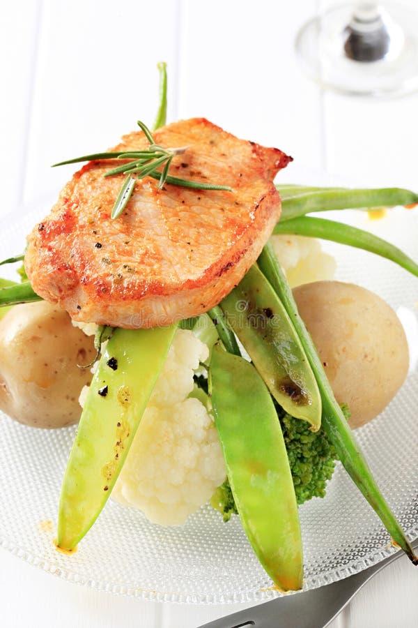 Côtelette et légumes de porc marinée photo stock