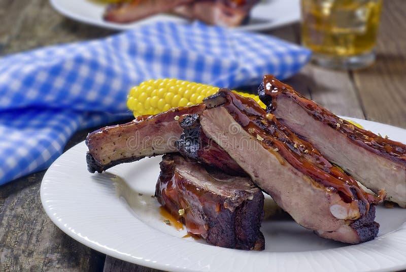 Côtes découvertes de BBQ images stock