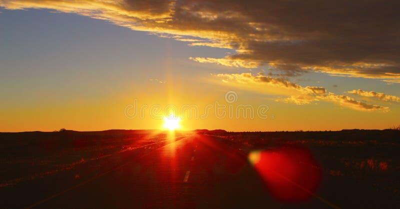 C?u dram?tico do por do sol e nuvens bonitas imagens de stock
