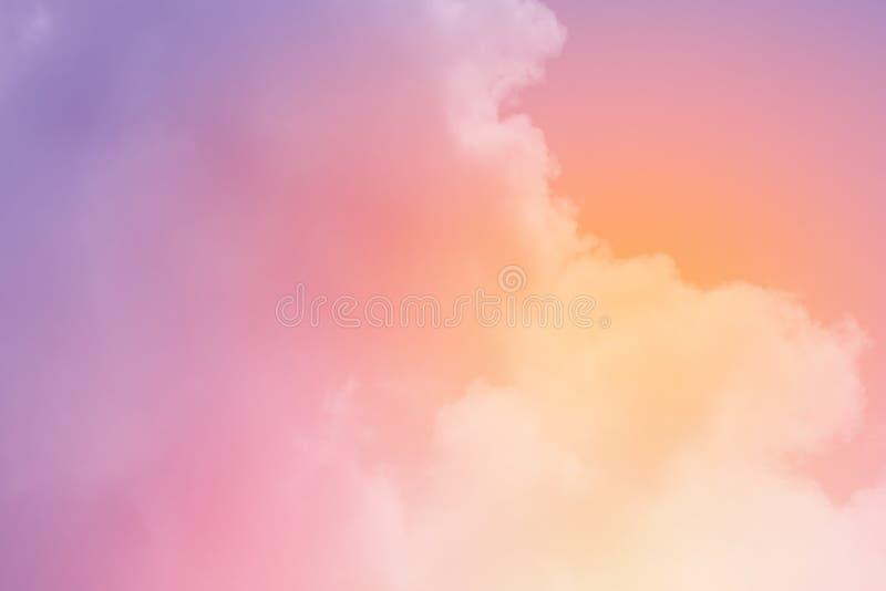 C?u nebuloso fant?stico com cor pastel do inclina??o, fundo do sum?rio da natureza foto de stock royalty free