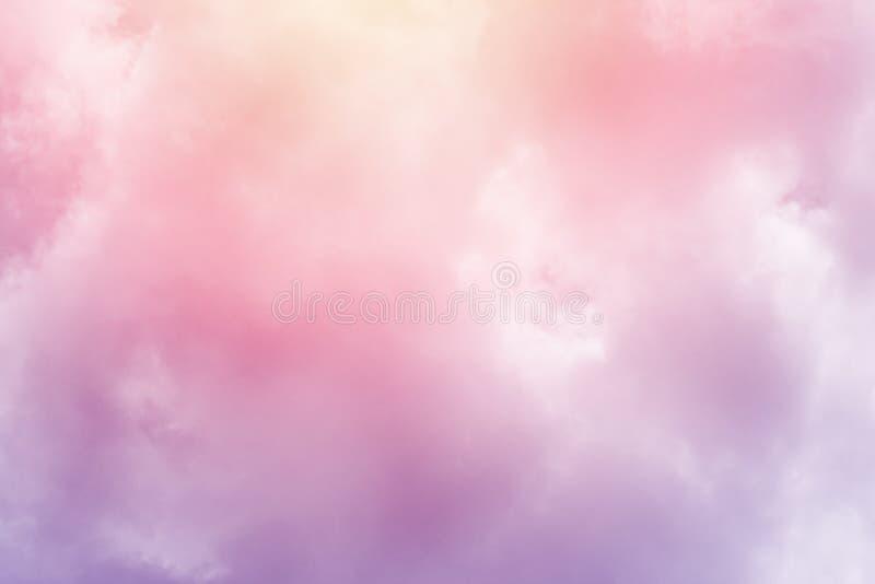 C?u nebuloso fant?stico com cor pastel do inclina??o, fundo do sum?rio da natureza imagens de stock royalty free