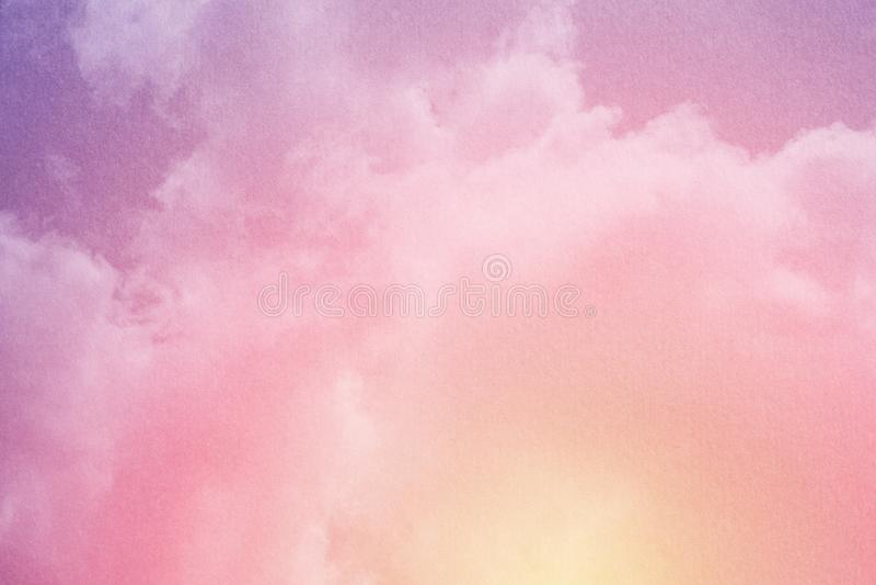 C?u nebuloso fant?stico com cor pastel do inclina??o com textura do grunge, fundo do sum?rio da natureza imagem de stock