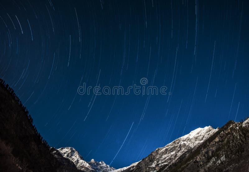 C?u nocturno da fuga da estrela foto de stock