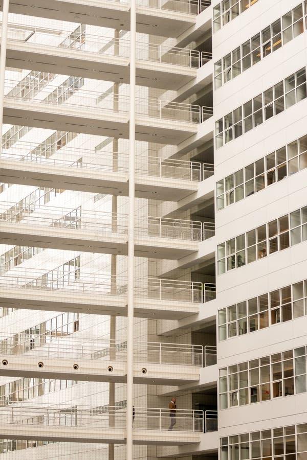 Caça arquitetônica: Câmara Municipal de Haia Den Haag fotos de stock
