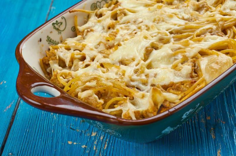 Caçarola cozida dos espaguetes do queijo creme fotos de stock