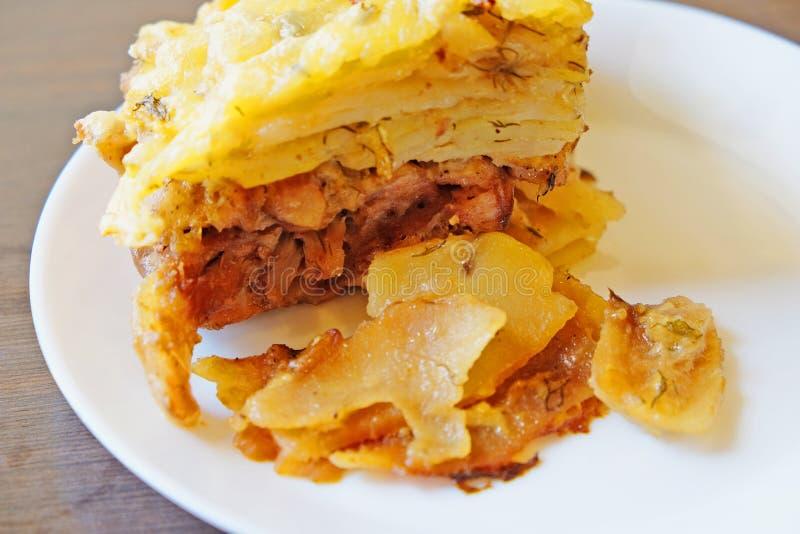 Caçarola da batata com carne de Turquia imagem de stock
