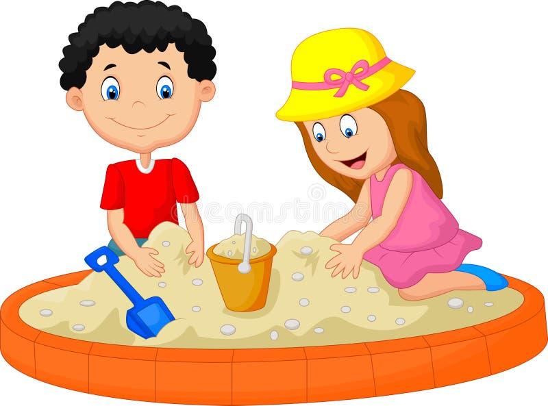 Caçoa os desenhos animados que jogam na praia que constrói uma decoração do castelo da areia ilustração royalty free
