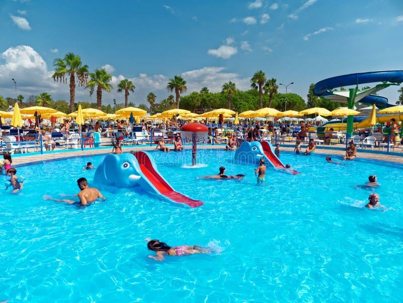 Caçoa a piscina das crianças do divertimento fotografia de stock royalty free
