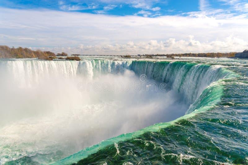 Caída de herradura, Niagara Falls, Canadá imagenes de archivo