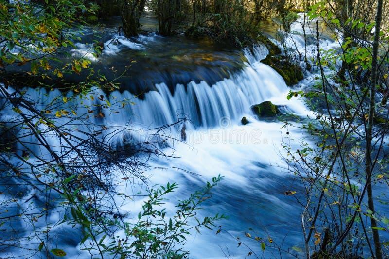 Download Caída Del Agua En El Valle Jiuzhaigou Imagen de archivo - Imagen de río, valle: 64203293