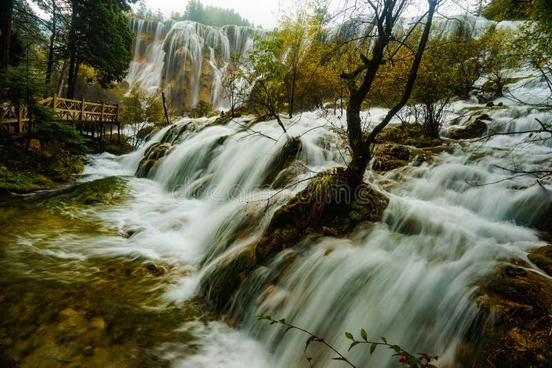 Download Caída Del Agua En El Valle Jiuzhaigou Foto de archivo - Imagen de pintada, cascada: 64203360