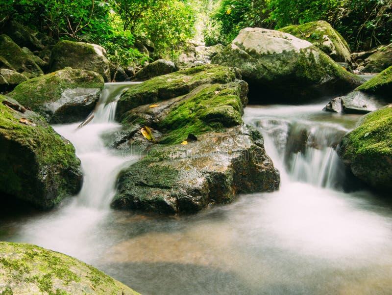 Caída del agua en Tailandia foto de archivo libre de regalías