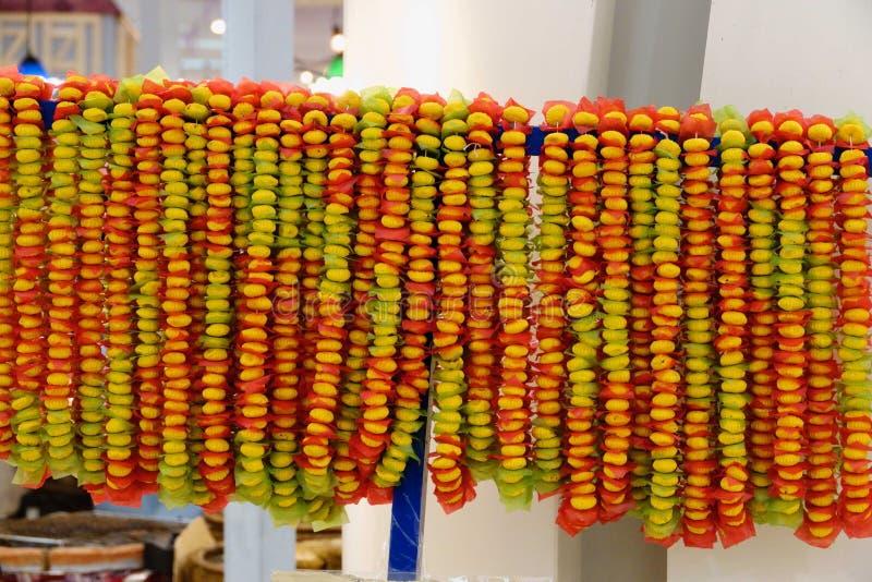 Caída del collar del caramelo en el mercado de Tailandia imágenes de archivo libres de regalías