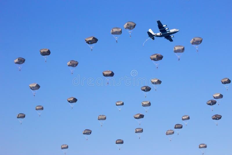 Caída del paracaidista fotografía de archivo libre de regalías