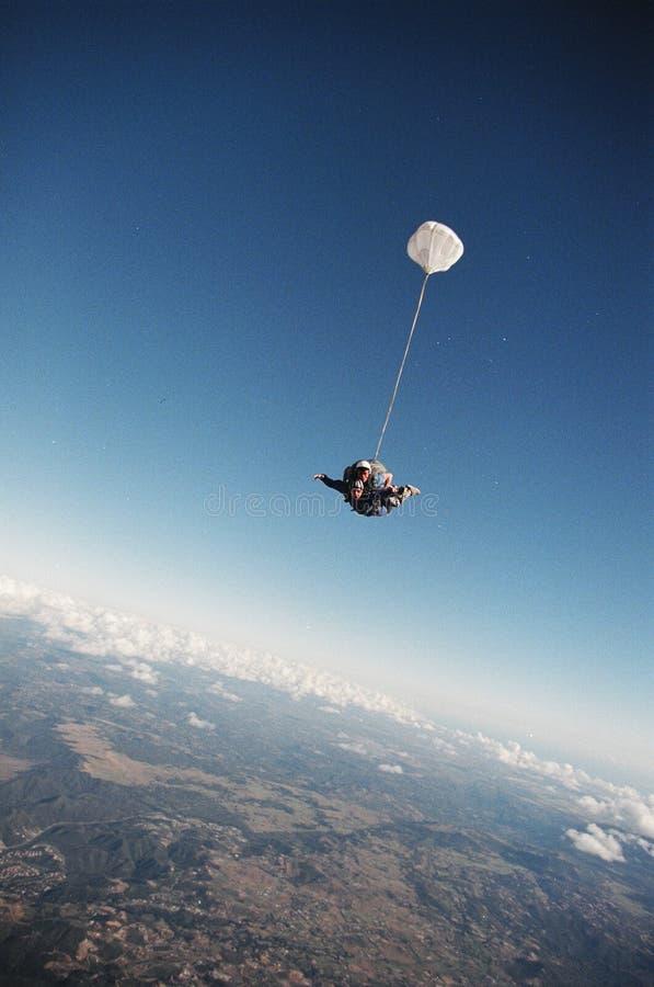 Caída del salto de cielo fotografía de archivo