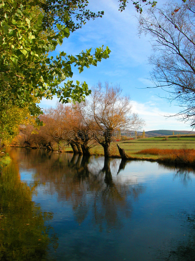 Caída en el río imagen de archivo libre de regalías