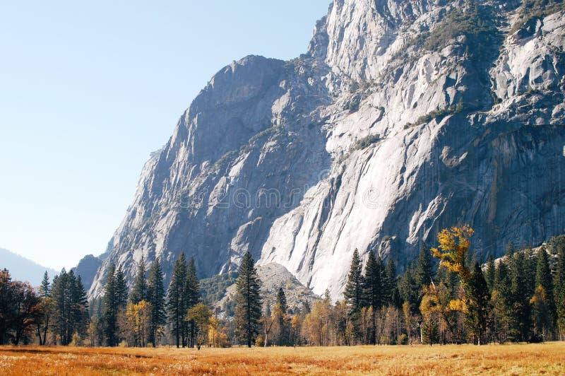 Caída en el valle de Yosemite, parque nacional de Yosemite fotografía de archivo