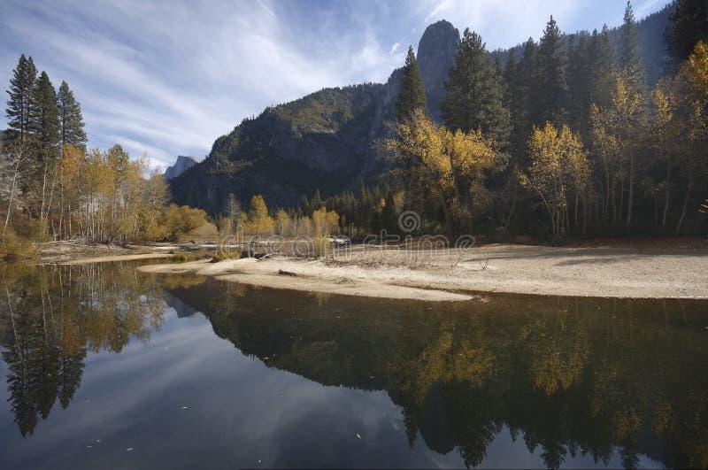 Caída en Yosemite - río Merced imagen de archivo