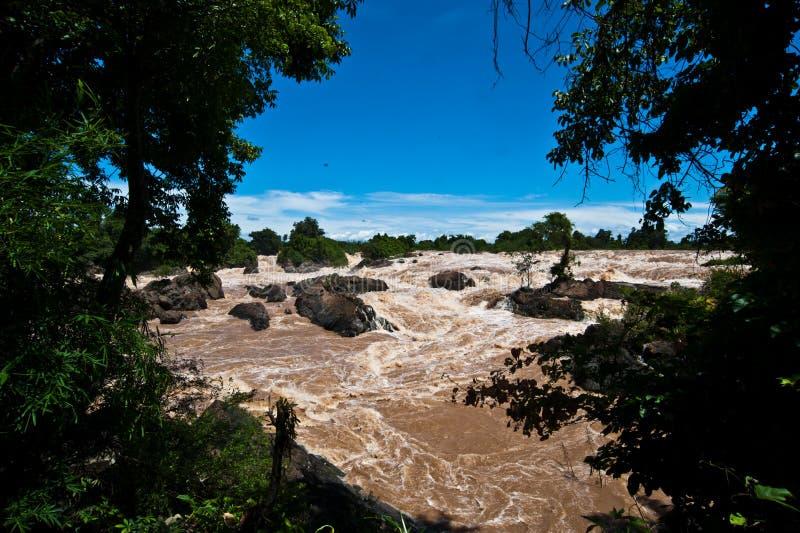 Caída o el río Mekong del agua de Khone Phapheng en el champasak meridional imagen de archivo