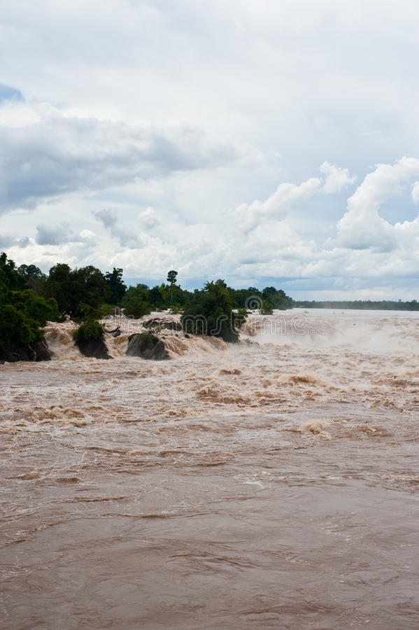 Caída o el río Mekong del agua de Khone Phapheng en el champasak meridional fotos de archivo