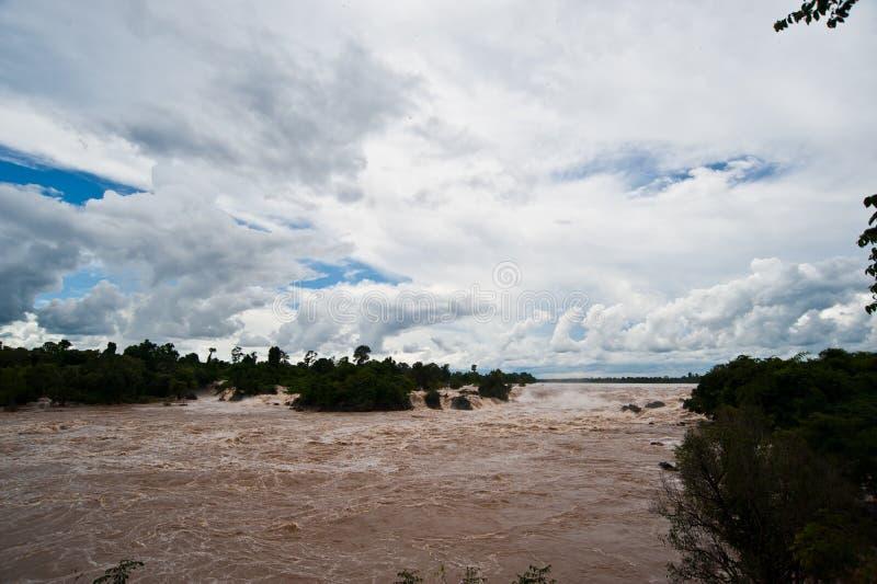 Caída o el río Mekong del agua de Khone Phapheng en el champasak meridional imágenes de archivo libres de regalías