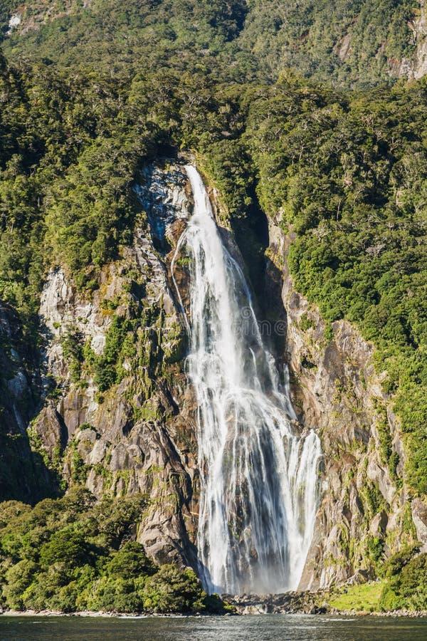 Caídas de Bowen Milford Sound Parque nacional de Fiordland, isla del sur, Nueva Zelanda imagenes de archivo