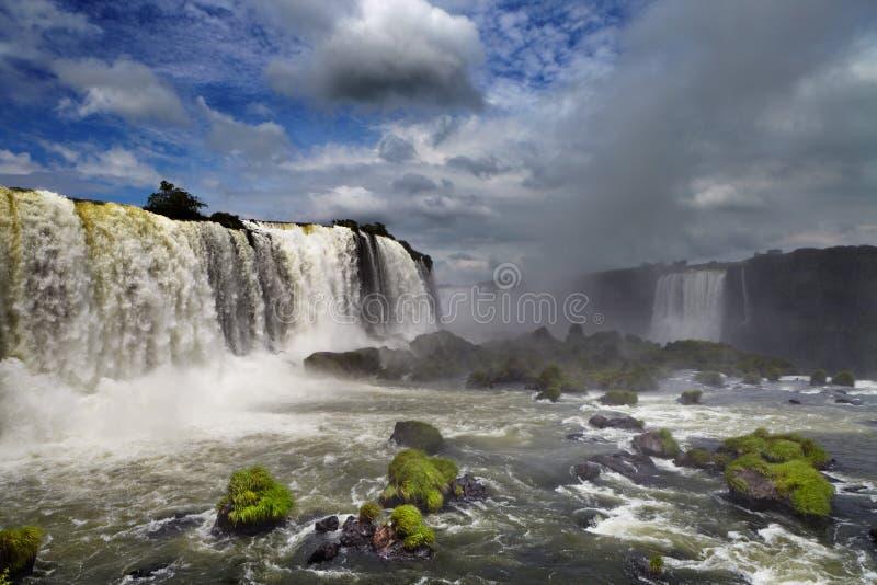 Caídas de Iguassu, visión desde el lado brasileño foto de archivo