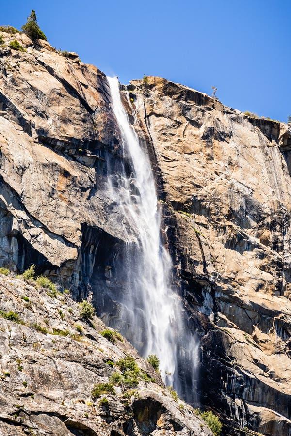 Caídas de Tueeulala, situadas en el lado norte del valle de Hetch Hetchy en el parque nacional de Yosemite, montañas de Sierra Ne fotografía de archivo libre de regalías