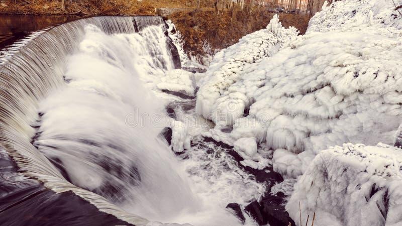 Caídas del agua del invierno, caídas de Yantic, Norwich CT foto de archivo libre de regalías