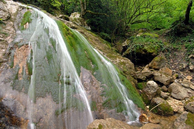 Caídas en montañas del Cáucaso foto de archivo libre de regalías