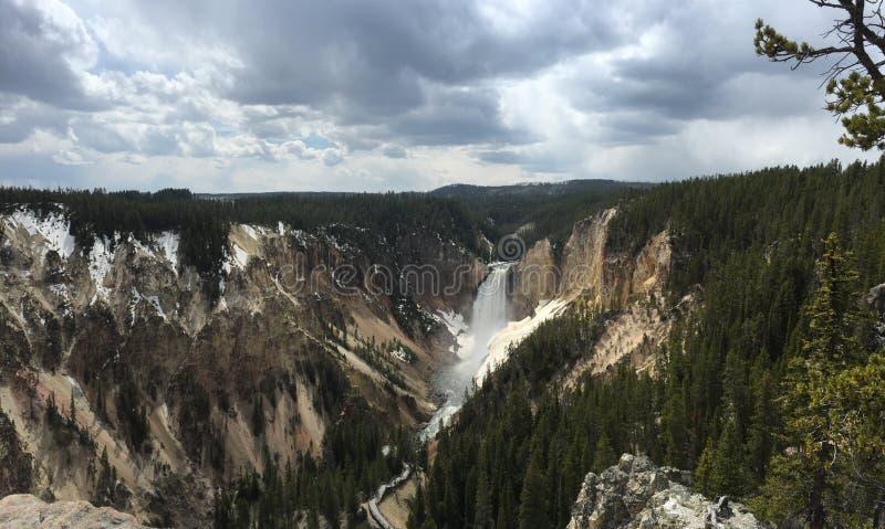 Caídas más inferiores de Yellowstone imagen de archivo libre de regalías