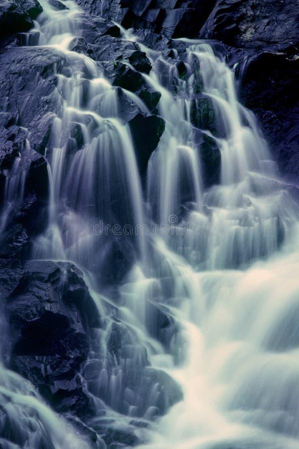 Caídas negras del río imagen de archivo libre de regalías